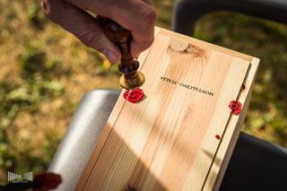 Rituel de vin lors d'une cérémonie laïque à Dijon